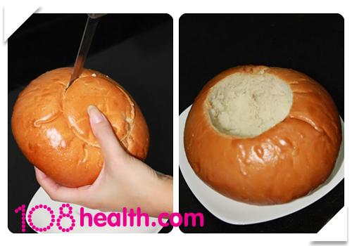 นูทริน่าซุปข้าวโพดเนื้อปูเสิร์ฟในถ้วยขนมปัง