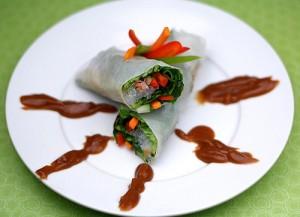 เมนูอาหารเจ ปอเปี๊ยะผัก ราดด้วยน้ำจิ้มสูตรเจ เพื่อสุขภาพ