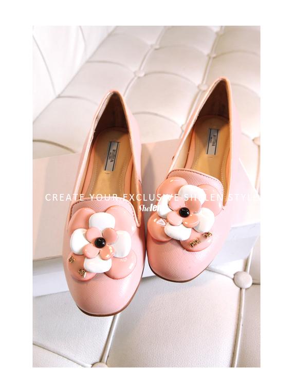 รองเท้าแฟชั่น แบบมีดอกไม้