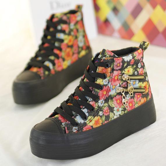 แฟชั่นรองเท้าผ้าใบ แบบส้นเตารีด ที่กำลังมาแรง